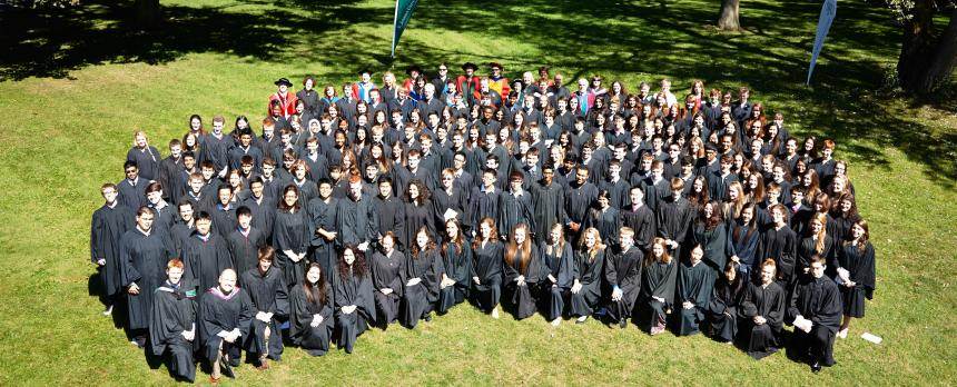 Image of whole batch of students gathered for graduation